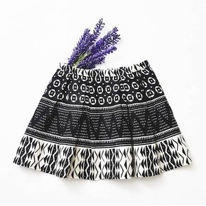 F21 Linen BlackWhite Ikat Skirt Pleated Zip Lining